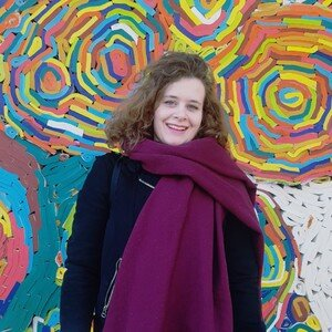 Claire - Paris, : Native French student in Great Schools gives