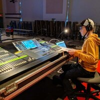Acclaimed theatrical technician teaches sound design and engineering to technicians in Cambridge
