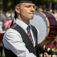 Experienced bagpipe player offering chanter lessons for beginners and advice on stepping up to the the bagpipes