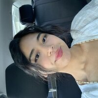 Filipino female Psychology student who is fluent in both English and Tagalog