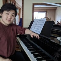 Markham piano teacher with 8 years of experience giving lessons for all ages and levels (RCM prep to Grade 10)