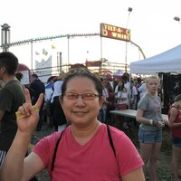 A native Chinese speaker Canadian give the Chinese lessons to who love Chinese culture.