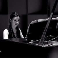 Piano lessons with an experienced concert pianist ( in English/ French/ Japanese )