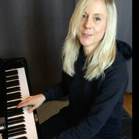 Professional music producer and classical pianist gives fun, dynamic piano lessons with results!